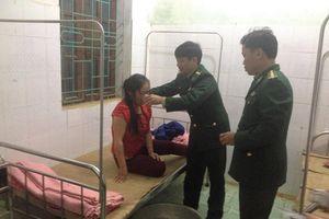 Giận chồng, một phụ nữ ăn lá ngón tự tử