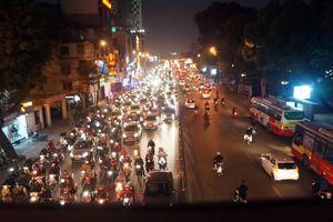 Dòng người kéo về chùa Phúc Khánh đăng ký dâng sao giải hạn đầu năm khiến giao thông ùn tắc