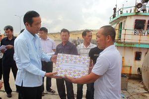 Quảng Bình: Chủ tịch tỉnh thăm hỏi, tặng quà ngư dân đầu năm mới