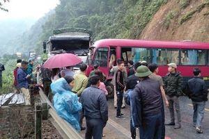 Tuyên Quang: Xe khách 24 chỗ đâm trực diện xe tải, hành khách thoát chết