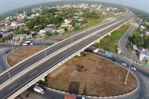 Luật sư nói gì về việc VEC cấm vĩnh viễn 2 ôtô vào cao tốc