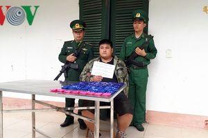 Bắt giữ đối tượng vận chuyển 12.000 viên ma túy từ Lào về Việt Nam