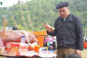 Đồng bào Giáy ở Lào Cai mở hội xuống đồng đầu xuân