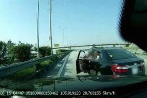 Không va chạm, xích mích, tài xế chặn đầu ô tô phía sau - nguyên nhân khiến số đông bức xúc