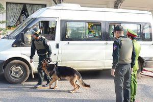 Khởi tố 3 người thuê xe tang chở 14.000 viên ma túy