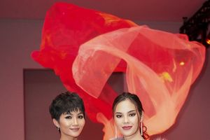 H'Hen Niê đọ sắc với Miss Universe tại New York Fashion Week