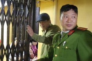 Đóng cửa chùa vì người đến cúng giải hạn quá đông