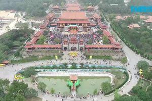 Hàng vạn người dự khai hội chùa Ba Vàng
