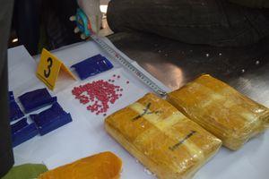 Khởi tố vụ án vận chuyển 14.000 viên ma túy trong tiểu sành xe tang