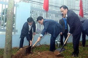 Chủ tịch UBND TP Hà Nội Nguyễn Đức Chung dự lễ phát động Tết trồng cây tại quận Nam Từ Liêm