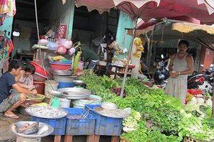 Rau xanh, thực phẩm ở TPHCM vẫn giữ giá... như Tết