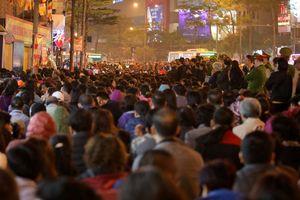 Hàng nghìn người ngồi lòng đường cúng dâng sao giải hạn chùa Phúc Khánh
