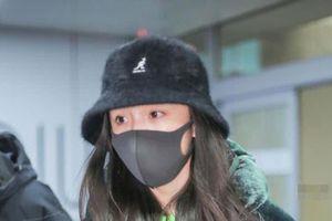 Dương Mịch lần đầu tiên xuất hiện sau thông tin qua Hong Kong đón tết cùng con gái