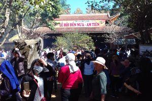 Am Tiên đông kín người ngày mở cổng trời