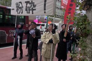 'Liên minh Những người đàn ông Không nổi tiếng' tổ chức biểu tình đòi hủy bỏ ngày Lễ Tình nhân!