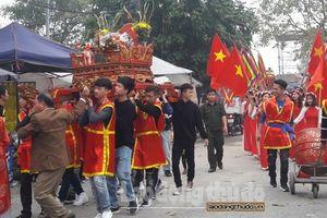 Hàng quán bủa vây chùa Đậu trong ngày lễ hội