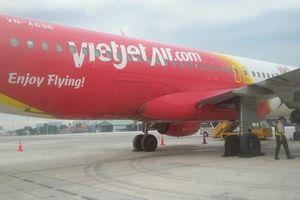 Máy bay VietJet hỏng lốp sau khi hạ cánh xuống Tân Sơn Nhất