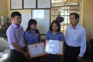 Trao thưởng cho 2 nhân viên gác chắn dũng cảm cứu người