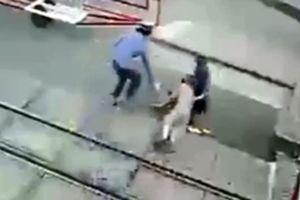 Khen thưởng hai nhân viên đường sắt dũng cảm cứu người