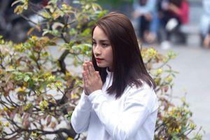Nam thanh nữ tú đến chùa Hà xin thoát ế tăng đột biến vào Valentine