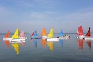 Check in và xem đua thuyền buồm tại Vịnh sông Dinh