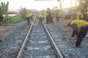 Tàu khách trật bánh, đường sắt bắc - nam tê liệt gần năm giờ đồng hồ