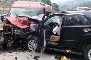 Ô tô đâm nhau trên cao tốc Nội Bài-Lào Cai: Xe 7 chỗ lấn làn