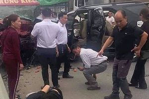 2 ô tô tông nhau trên cao tốc Nội Bài - Lào Cai: 12 người thương vong