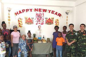 Sĩ quan mũ nồi xanh ở Trung Phi và cuộc gặp người phụ nữ gốc Hà Nội