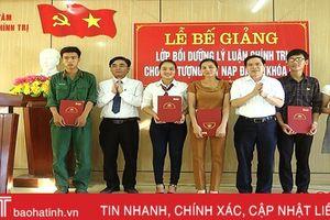 Gỡ khó trong phát triển đảng viên, Cẩm Xuyên giữ vững đơn vị dẫn đầu