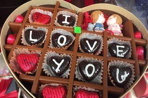 Quà tặng mùa Valentine: Ngọt ngào như socola và nồng nàn như hương hồng