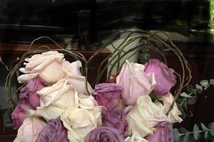 Bỏ 1 triệu 2 mua hoa hồng tặng bạn gái ngày Valentine, chàng trai bức xúc nhận về bó hoa vừa héo vừa xấu