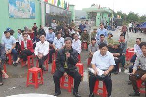 Hà Tĩnh: Người dân dỡ rạp trước cổng nhà máy xử lý rác sau buổi đối thoại với lãnh đạo huyện