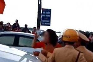 Hải Phòng: Bị chặn xe dâu, mẹ chú rể 'bật' lại CSGT