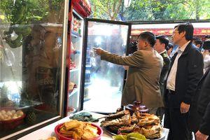 Xử lý vi phạm an toàn thực phẩm 2 nhà hàng ăn uống tại chùa Hương