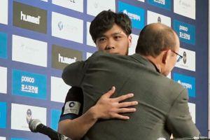 Công Phượng ôm chầm thầy Park trong ngày ra mắt Incheon United