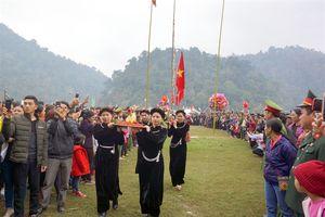 Tưng bừng Hội lồng tồng lớn nhất Việt Bắc – Hội xuân Ba Bể 2019