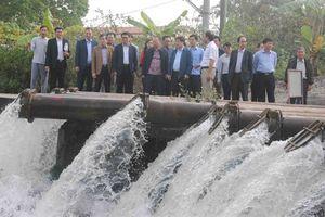 Khẩn trương lấy đủ nước cho người dân gieo cấy kịp thời vụ