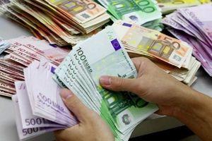 Tỷ giá ngoại tệ 15.11: USD liên tục tăng cao bất chấp rào cản