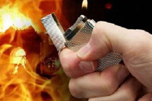 Chồng tưới xăng đốt vợ vì không cho tiền mua thuốc