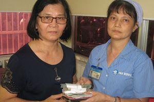 Nhân viên vệ sinh bệnh viện Chợ Rẫy trả lại 102 triệu đồng cho người bỏ quên