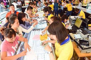 Nhiều người dân TPHCM mua được vàng 'giá rẻ' ngày Thần Tài
