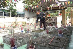Linh thiêng 86 lăng mộ cá voi thờ phụng như người quá cố