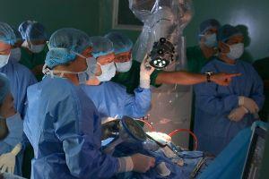 Ca phẫu thuật u não bằng robot đầu tiên ở châu Á được tiến hành tại BV Nhân dân 115