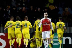 Lacazette dính thẻ đỏ, Arsenal thua đau ở Europa League