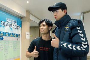 Cận cảnh Công Phượng được chào đón như ngôi sao thế giới tại Hàn Quốc