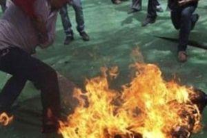 Mâu thuẫn tiền bạc, chồng tẩm xăng đốt vợ tử vong trong đêm