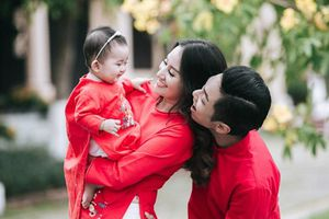 Gia đình Khánh Thi - Phan Hiển tung bộ ảnh Valentine đẹp lịm tim