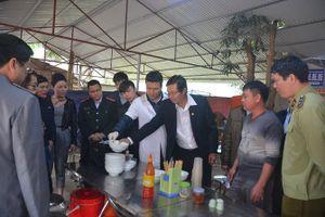 Xử phạt nhiều nhà hàng ở lễ hội Hà Nội vì không đảm bảo vệ sinh an toàn thực phẩm