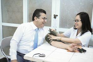Đại sứ Palestine tại Việt Nam tham gia hiến máu cứu người